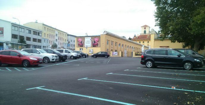 Parkplatz-Stallungen